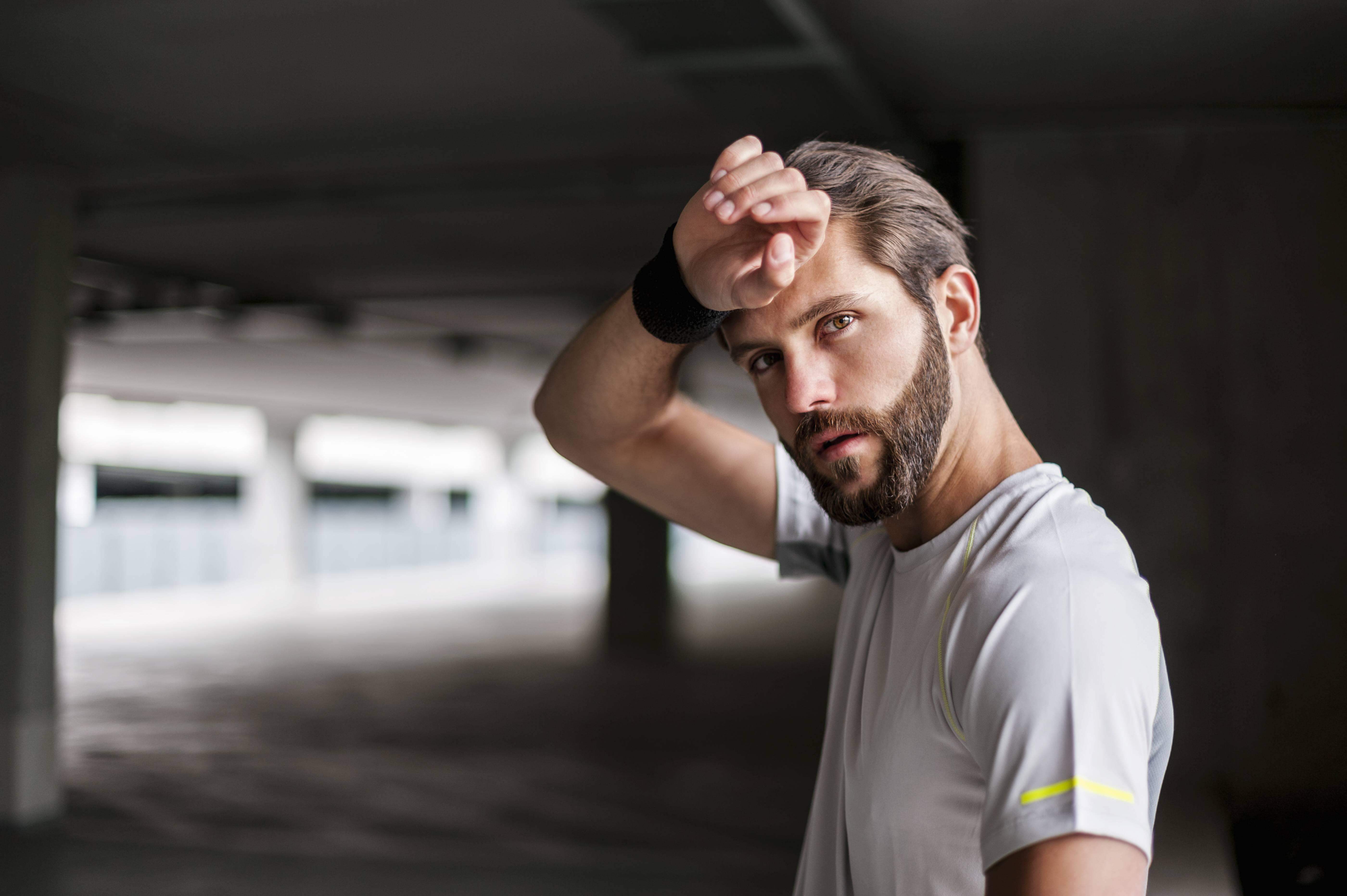 Frieren und Schwitzen ohne Fieber: Daran kann es liegen