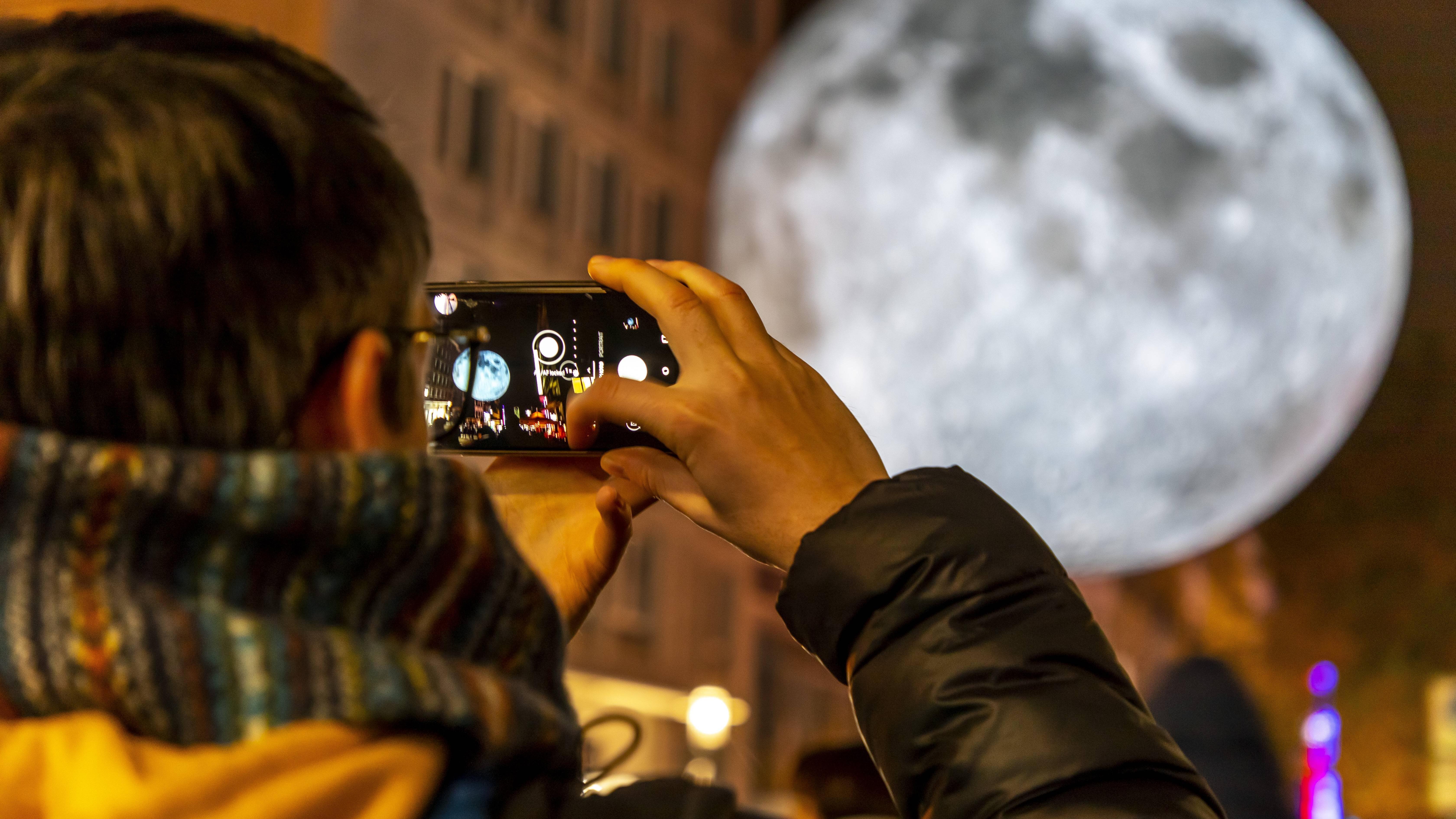Mond mit dem Handy fotografieren: So geht's