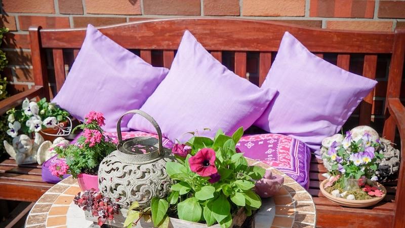 Wenn Sie eine Sitzecke im Garten selber bauen, schaffen Sie damit Ihren ganz persönlichen Lieblingsplatz.