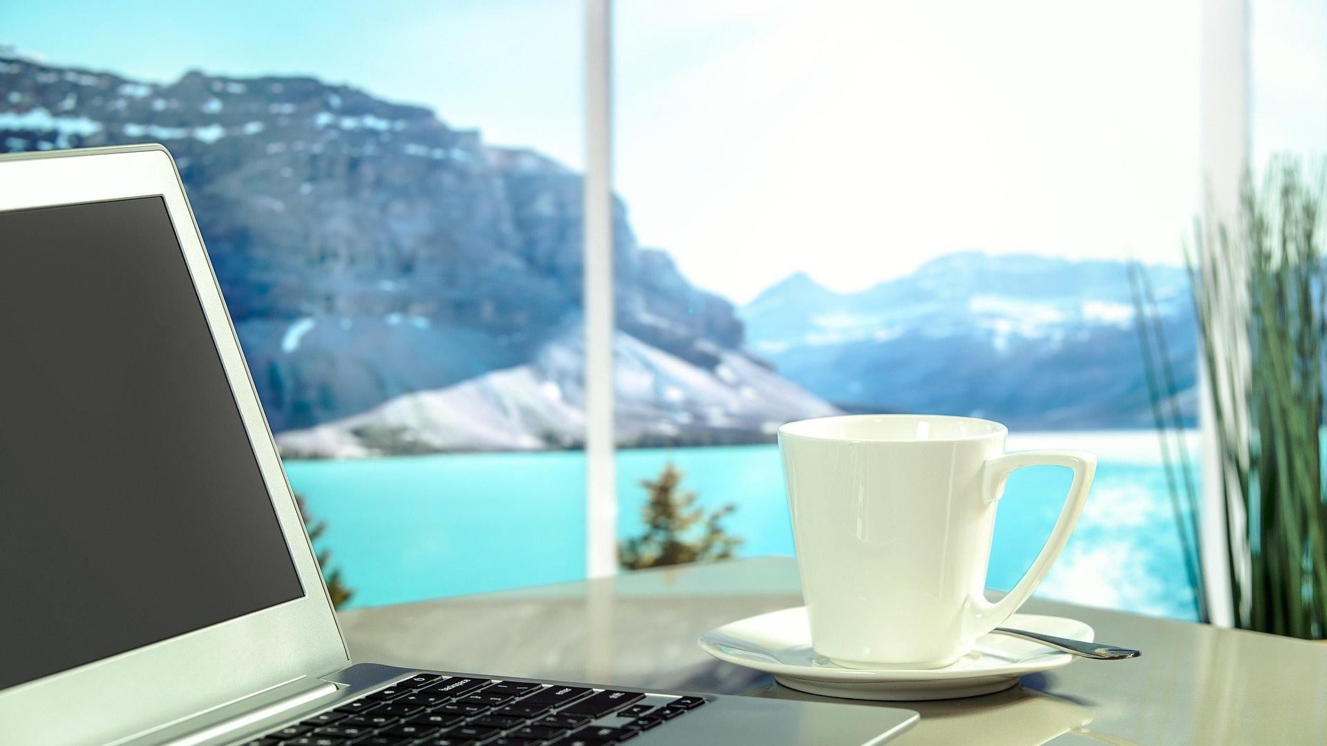 Work-Life-Blending hat den Vorteil, dass von überall in der Welt gearbeitet werden kann.