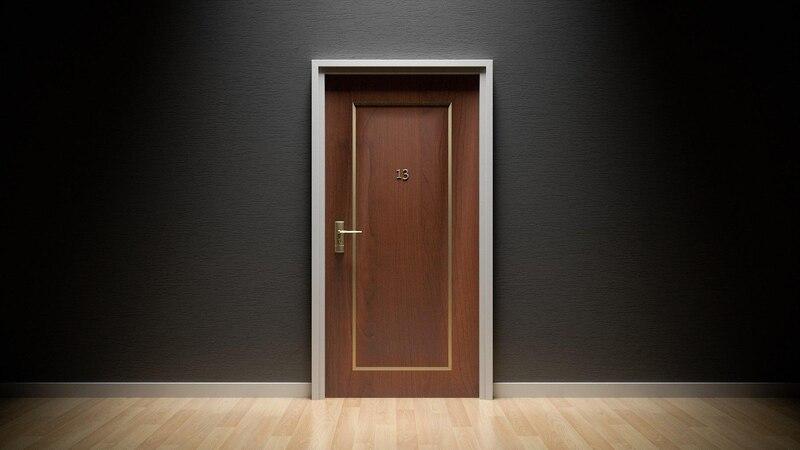 Mit diesen Tricks machen Sie Ihre Tür schalldicht.