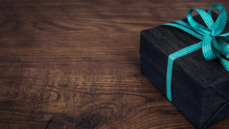 Geschenke nachhaltig verpacken - zum Beispiel mit Stoff