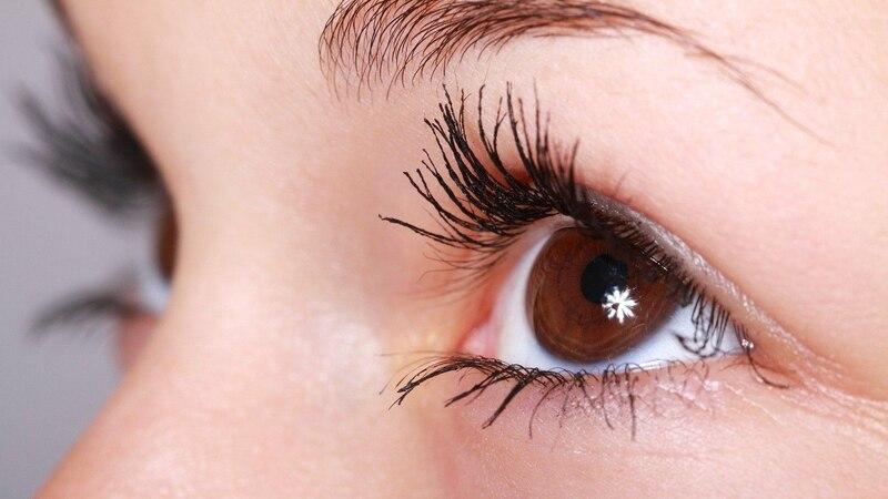 Grieskorn am Auge erkennen: Mit diesen Symptomen sollten Sie zum Arzt