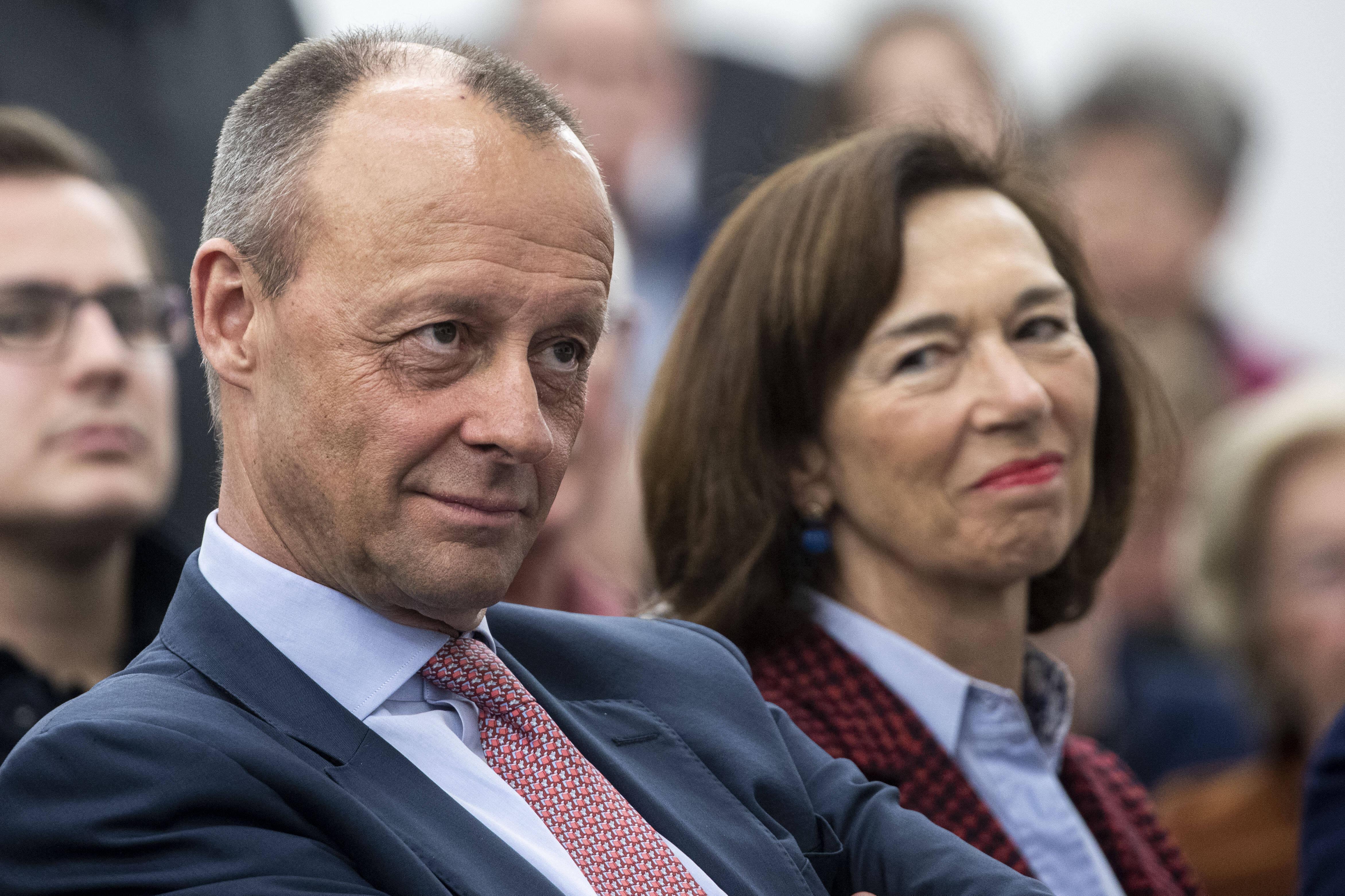 Die Frau von Friedrich Merz, Charlotte, ist Juristin und Direktorin des Amtsgerichts in Arnsberg.