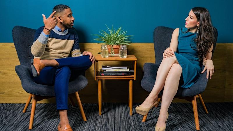 Um den Jobwechsel gut zu begründen, bereiten Sie sich vor einem Gespräch Ihre Argumente vor.