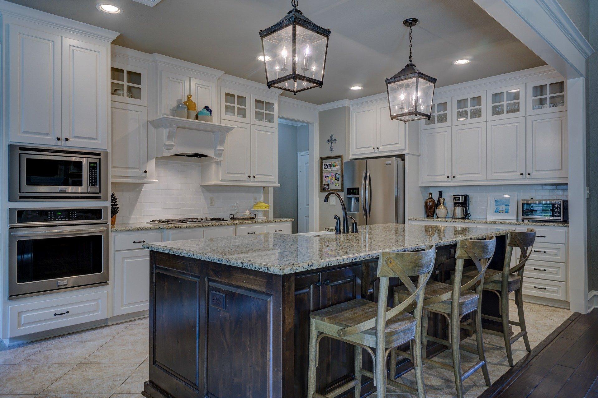 Küchenarbeitsplatte reinigen - Tipps und Tricks zur Reinigung