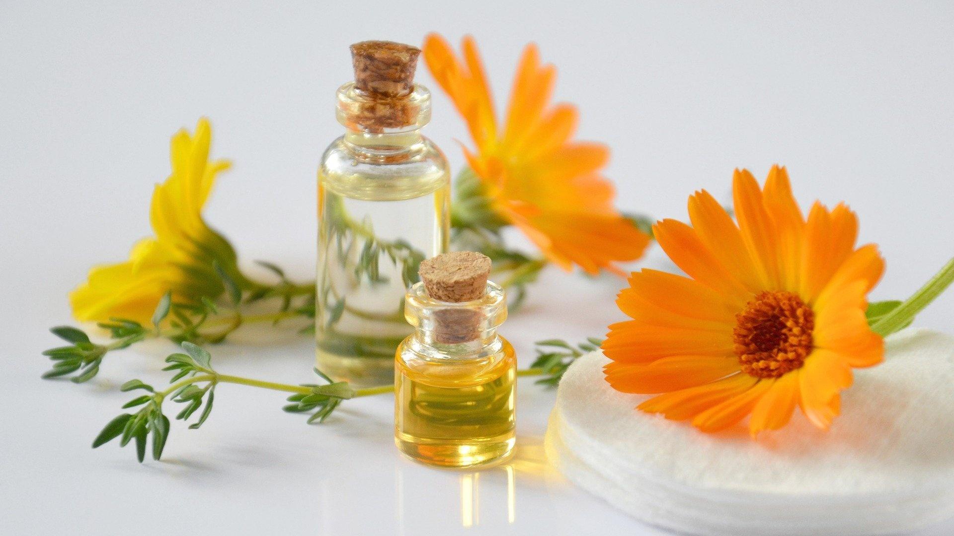 Hausmittel, wie Ringelblume, sind nur begleitend zu verwenden.