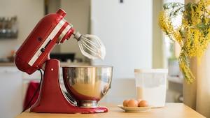 Die Küchenmaschine ist der praktische Helfer beim Kochen und Backen.