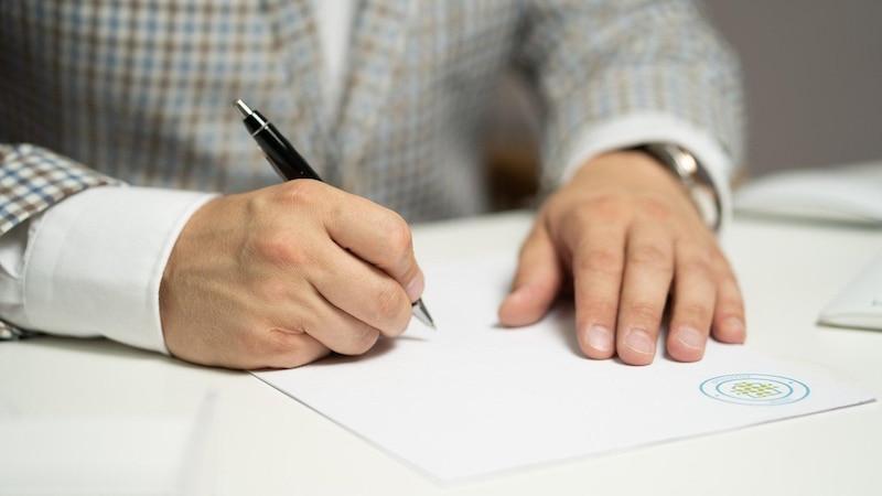 Wenn Sie Ihren Arbeitsvertrag vor Antritt kündigen wollen, müssen Sie ein paar Dinge beachten.