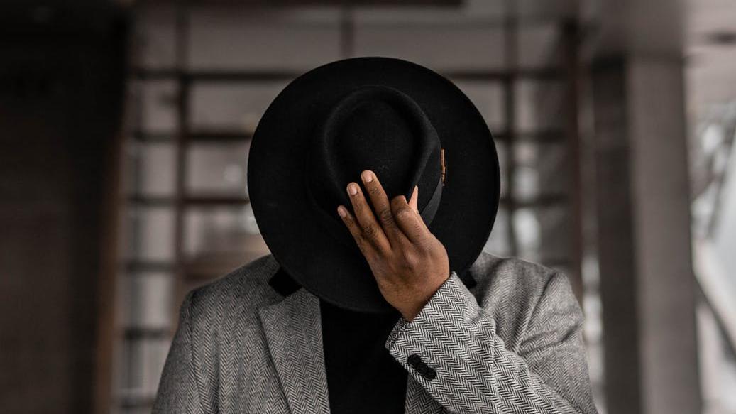Es gibt die unterschiedlichsten Kopfbedeckungen für Männer.