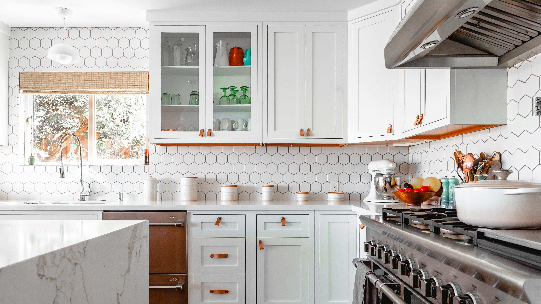 Wandgestaltung in der Küche: Tapete, Farbe, Deko und mehr
