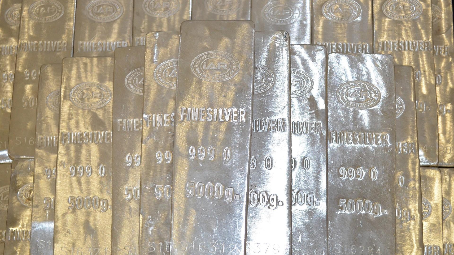Physisches Silber können Sie als Münzen oder Barren kaufen