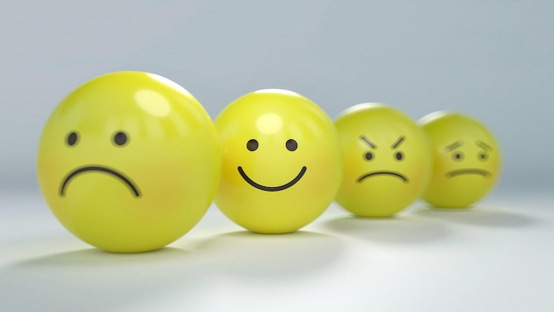 Gefühlskälte nach Trennung: Einer der Partner zeigt keine Emotionen.