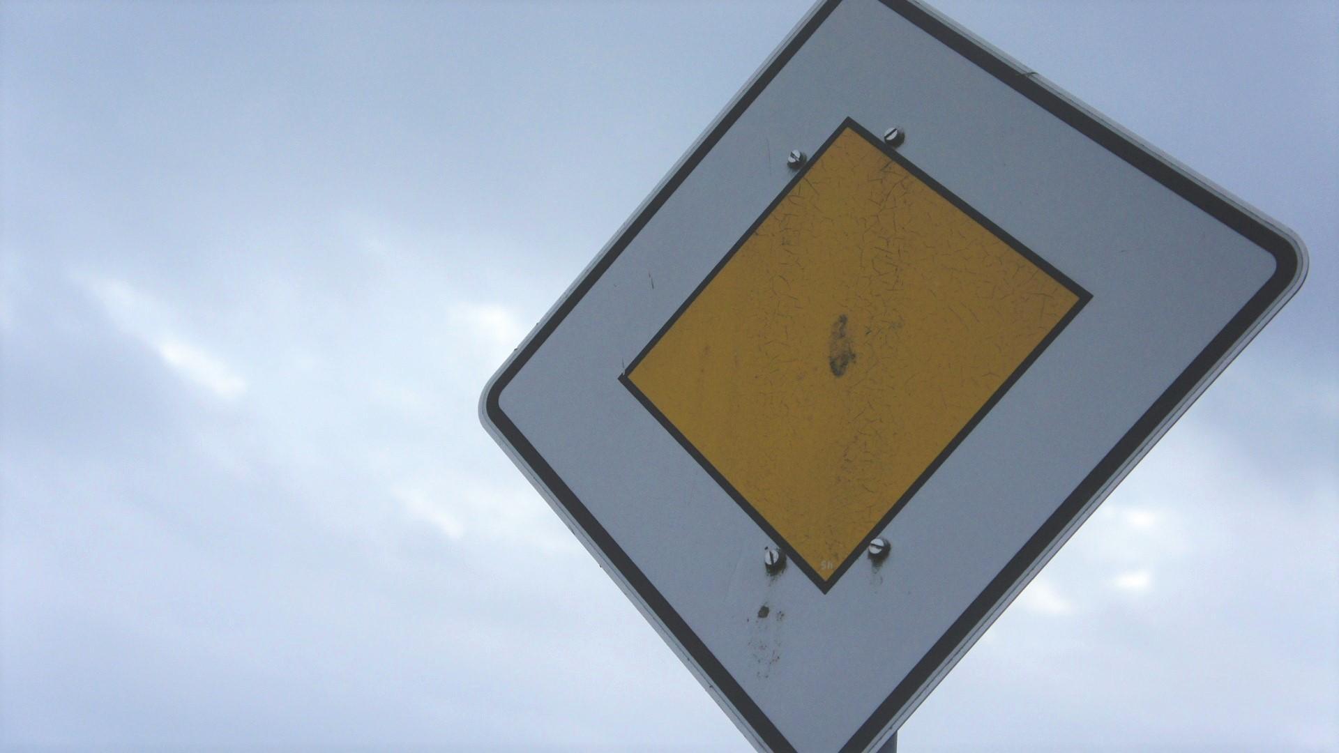 Das ist außerorts auf Vorfahrtstraßen erlaubt - alle Infos