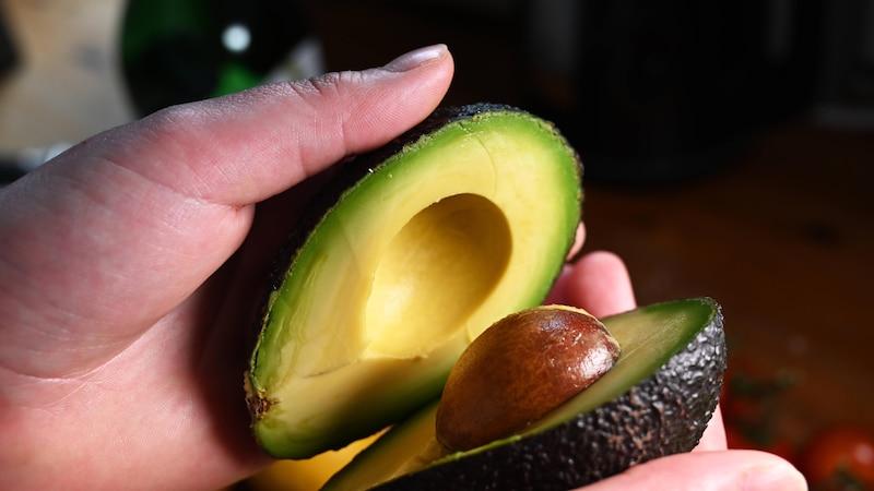 Avocado lagern: So bewahren Sie die trendige Frucht richtig auf