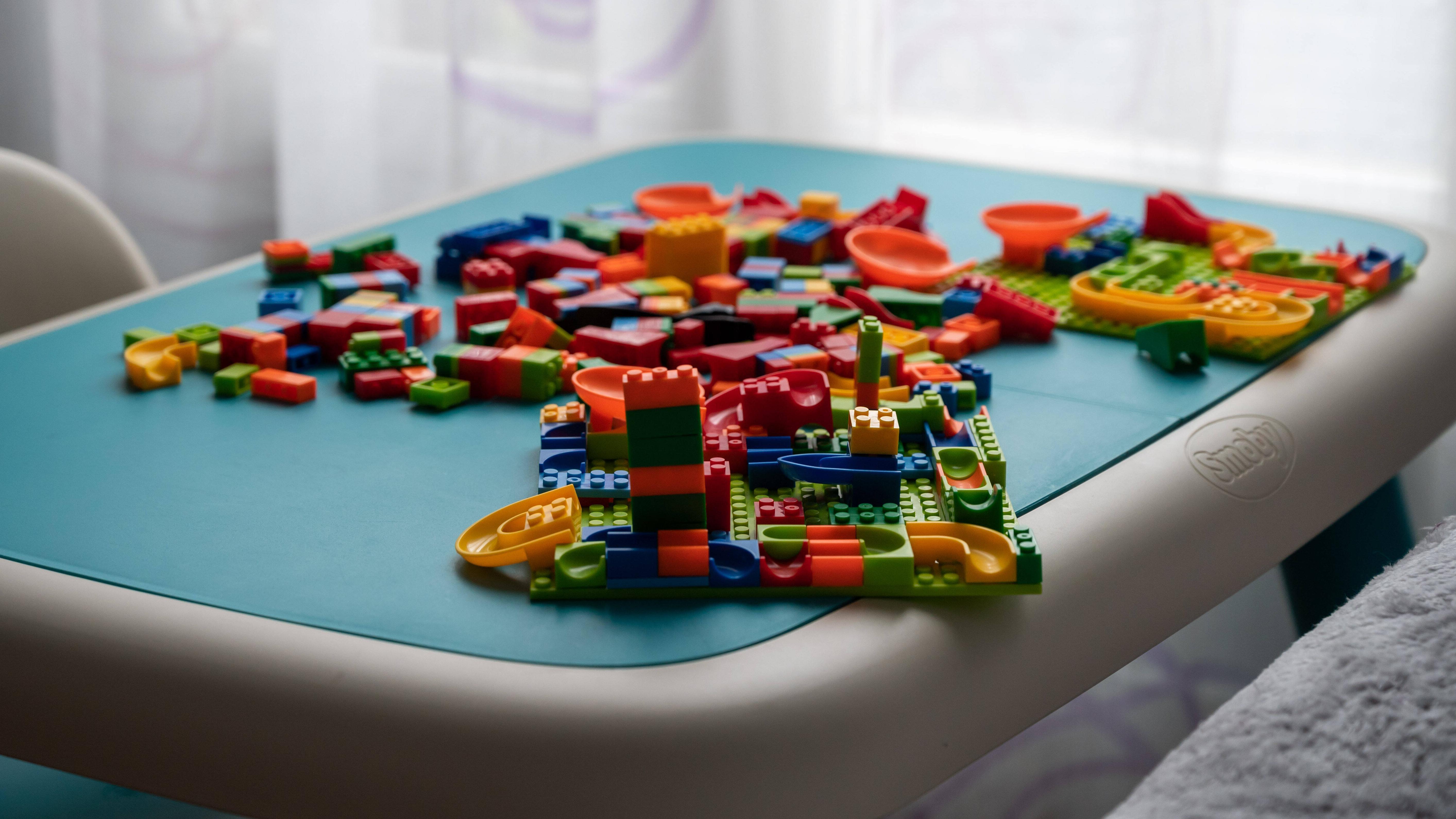 Wir vergleichen die Klemmbausteine von LEGO® und Modbrix.