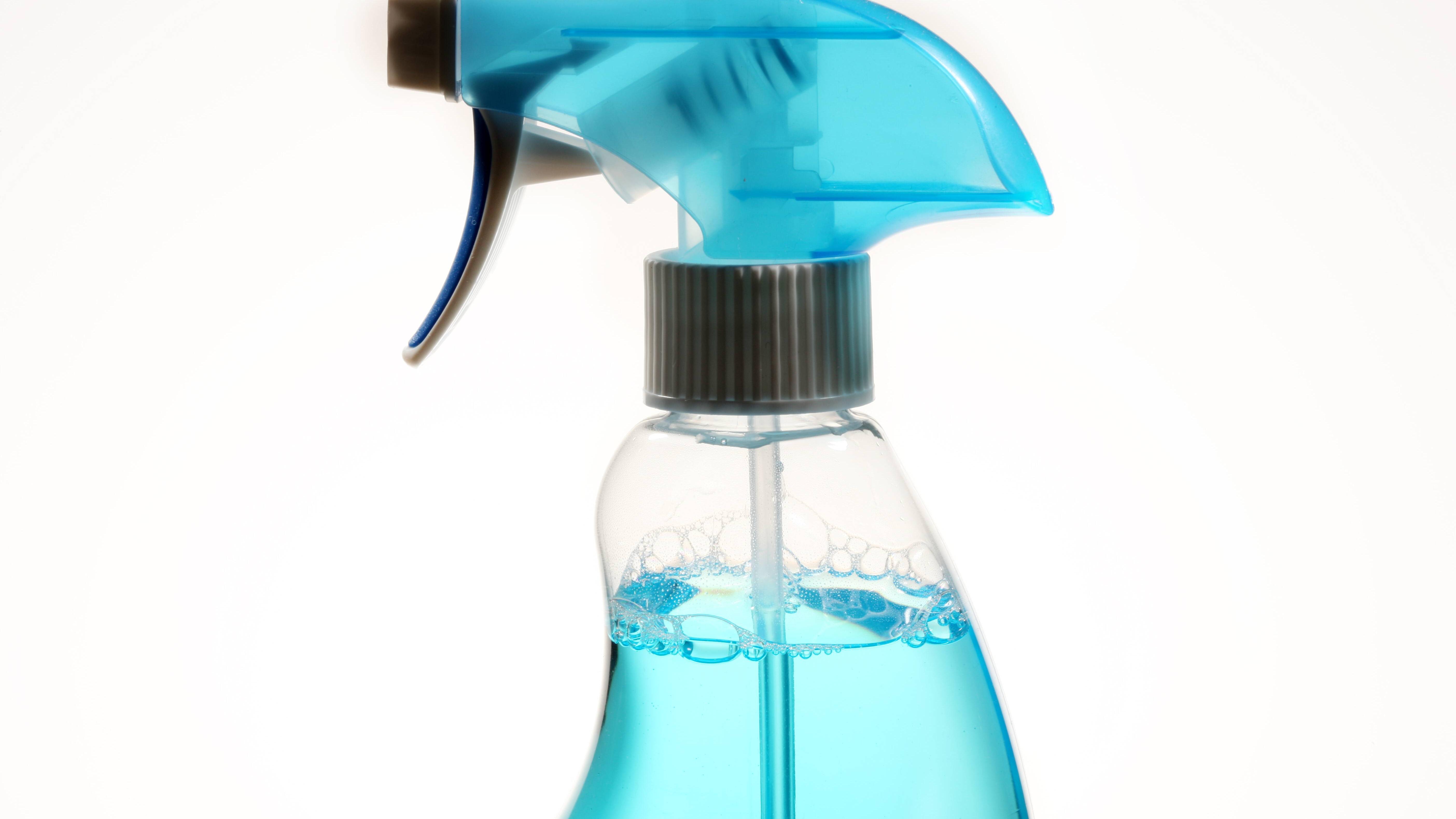 Seifenreste entfernen: Reinigungsmittel lassen sich leicht selber machen
