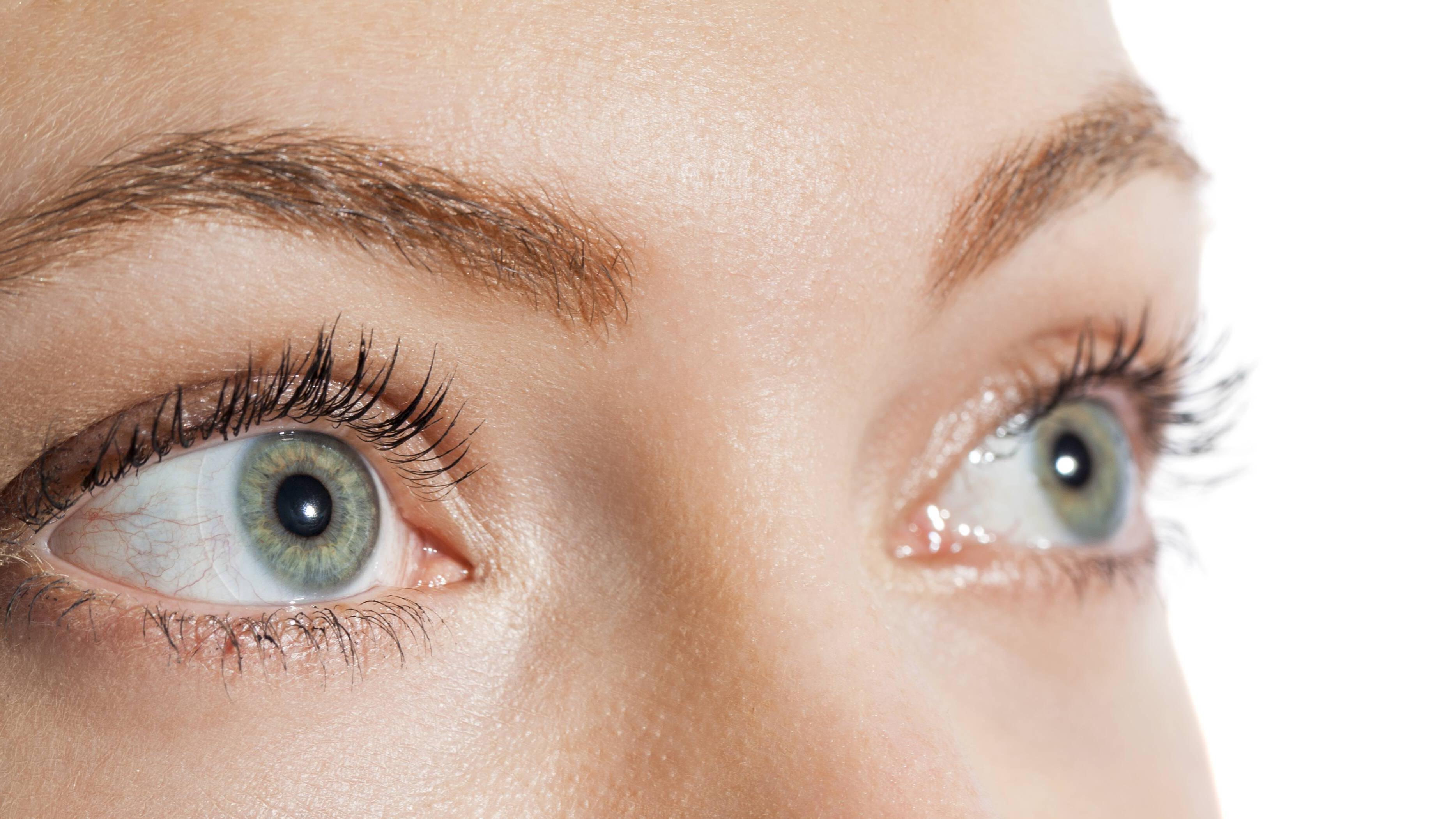 Augenbrauen heller färben: Mit diesen Hausmitteln klappt's