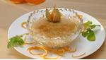 Orangenschalen im Haushalt - zum Beispiel als Deko auf einem süßen Dessert
