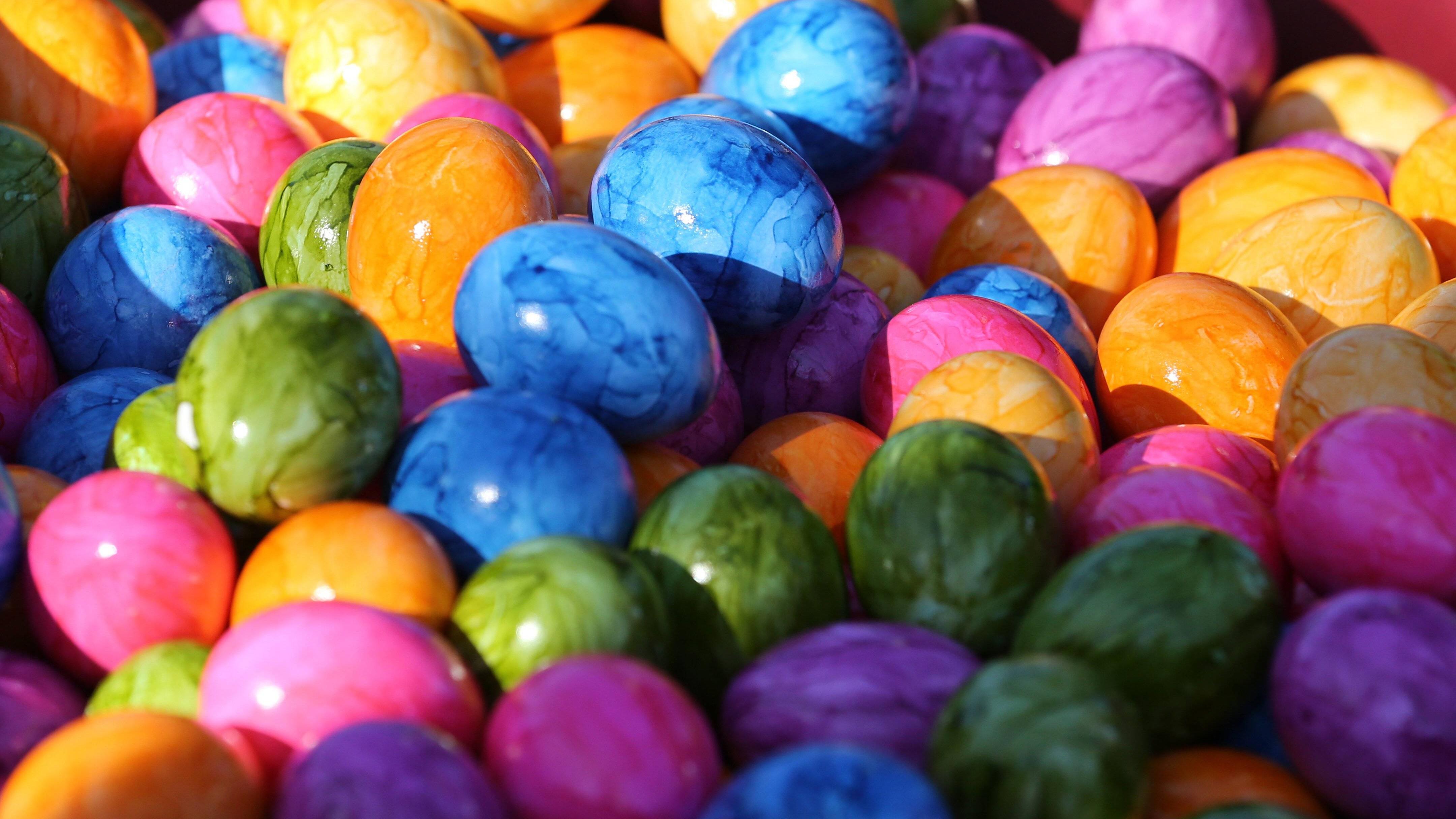Gefärbte Eier aus dem Supermarkt: Das müssen Sie über die bunten Ostereier wissen