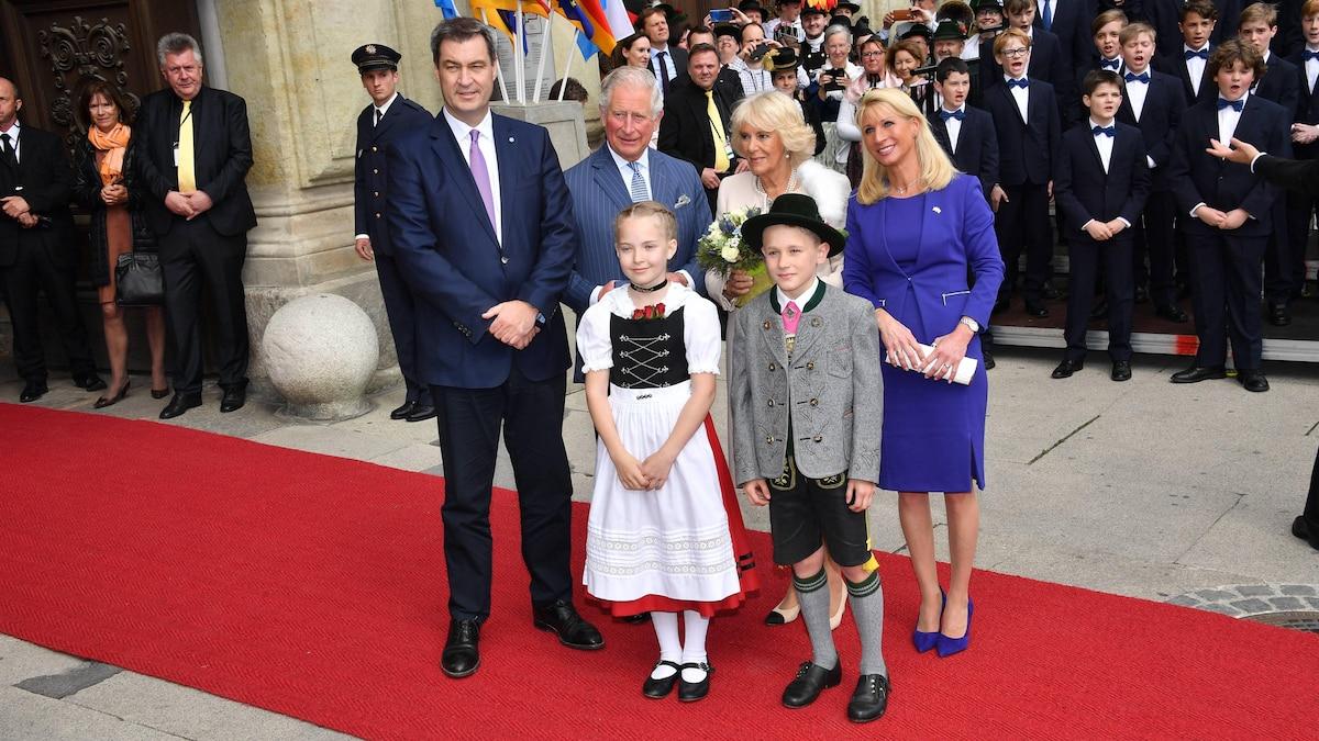2019: Familie Söder posiert mit Prinz Charles und Herzogin Camilla in München