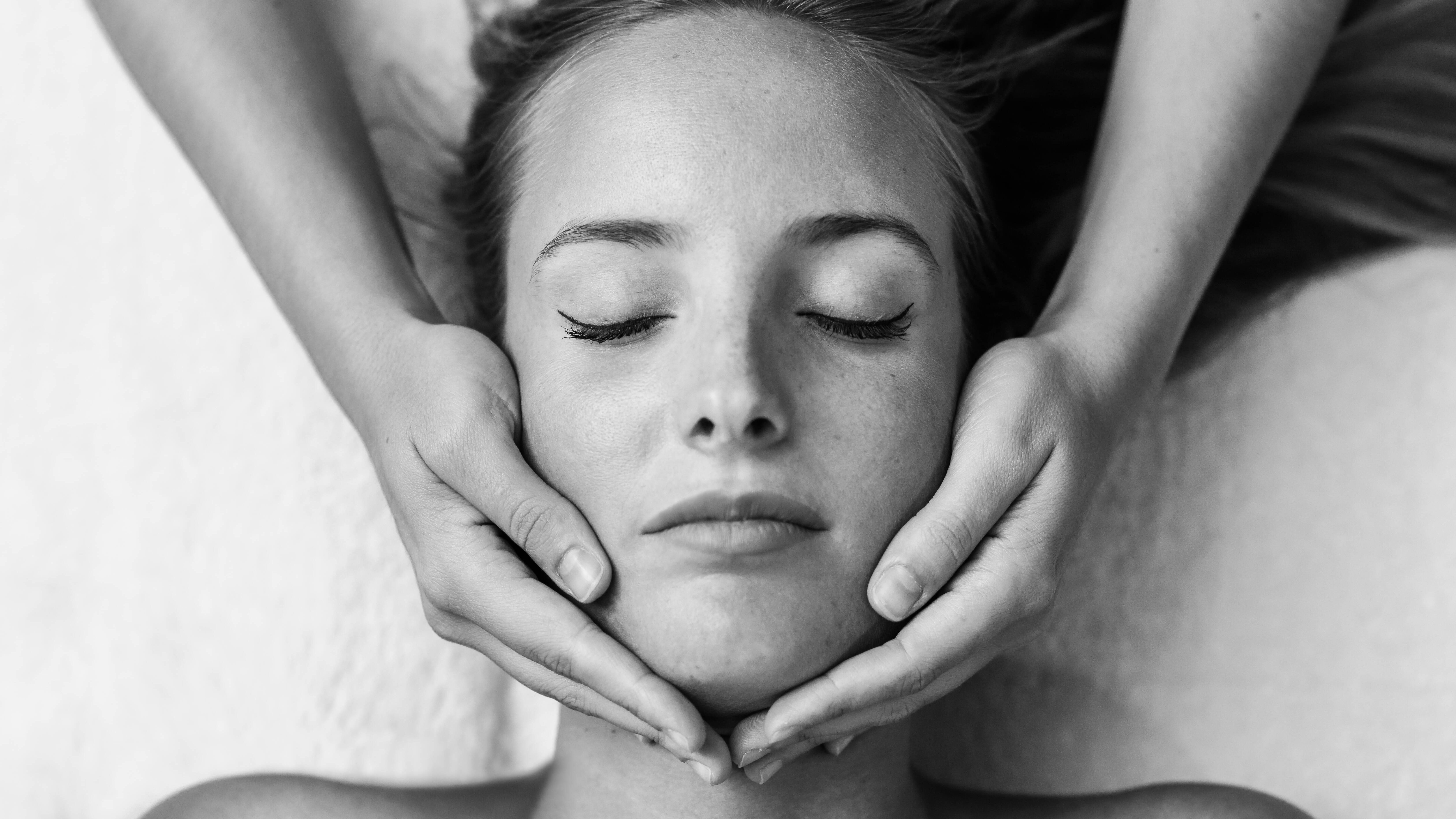 Im Gesicht abnehmen: Die besten Tipps und Übungen für ein schlankeres Gesicht