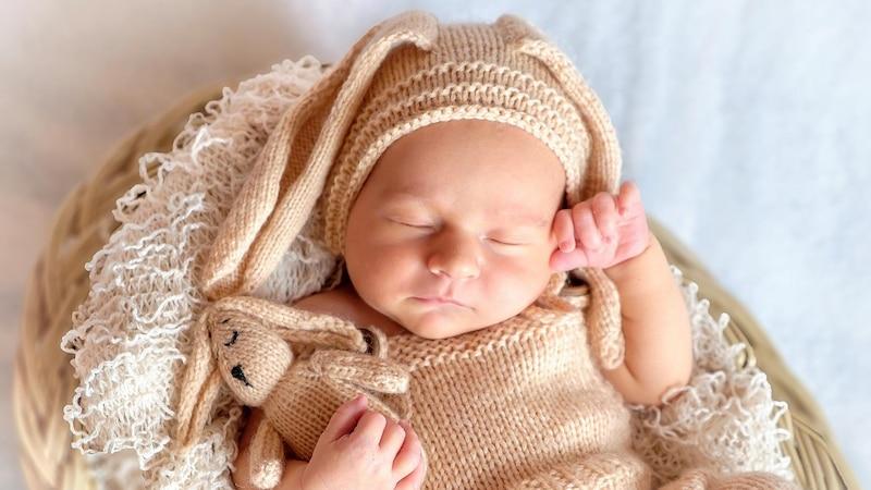 Baby schläft mit offenem Mund: Das müssen Sie wissen