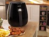 Heißluftfritteusen wie der Philips Airfryer können viele Gerichte zubereiten.