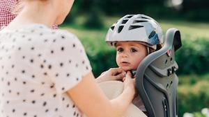 Mit dem Kinderfahrradsitz kann der Nachwuchs mit auf die Reise.