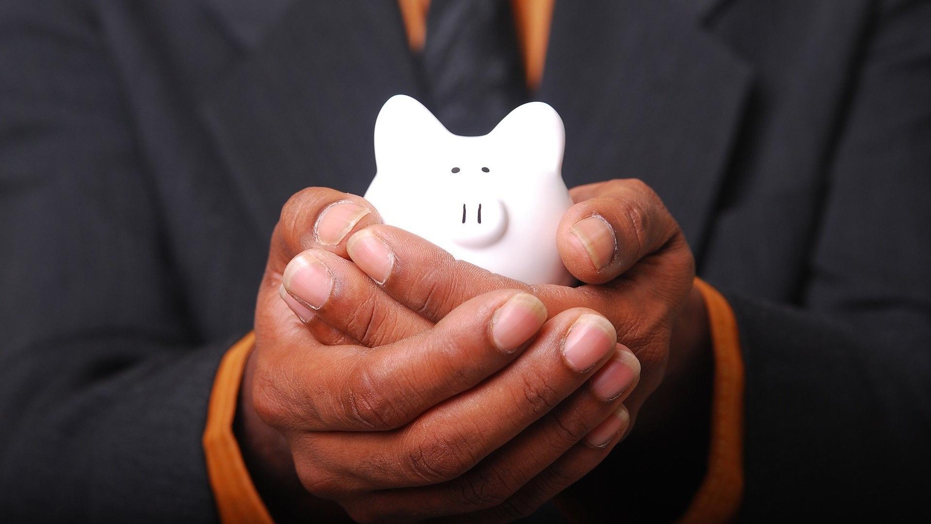 Öffentlicher Dienst: Der Tarifvertrag TVÖD regelt, wer vermögenswirksame Leistungen erhält. Die meisten Beschäftigten haben darauf Anspruch.
