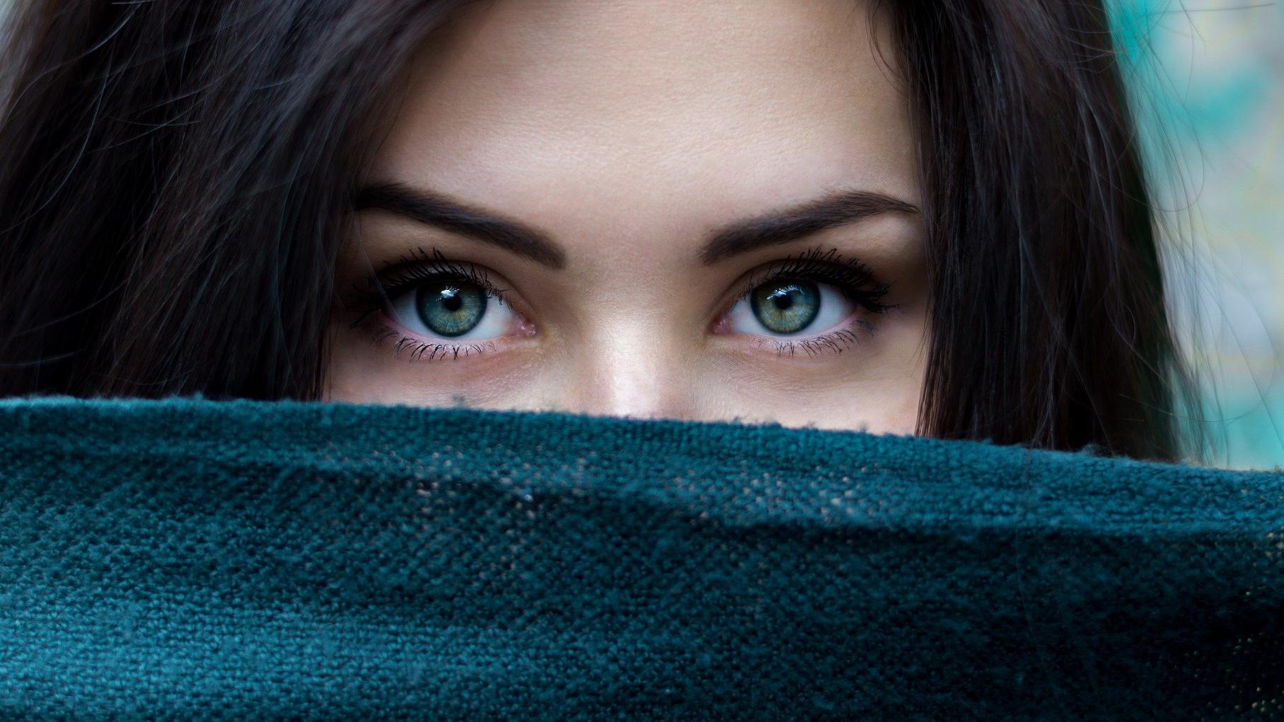 Verdichtete Wimpern machen die Augen ausdrucksvoller.