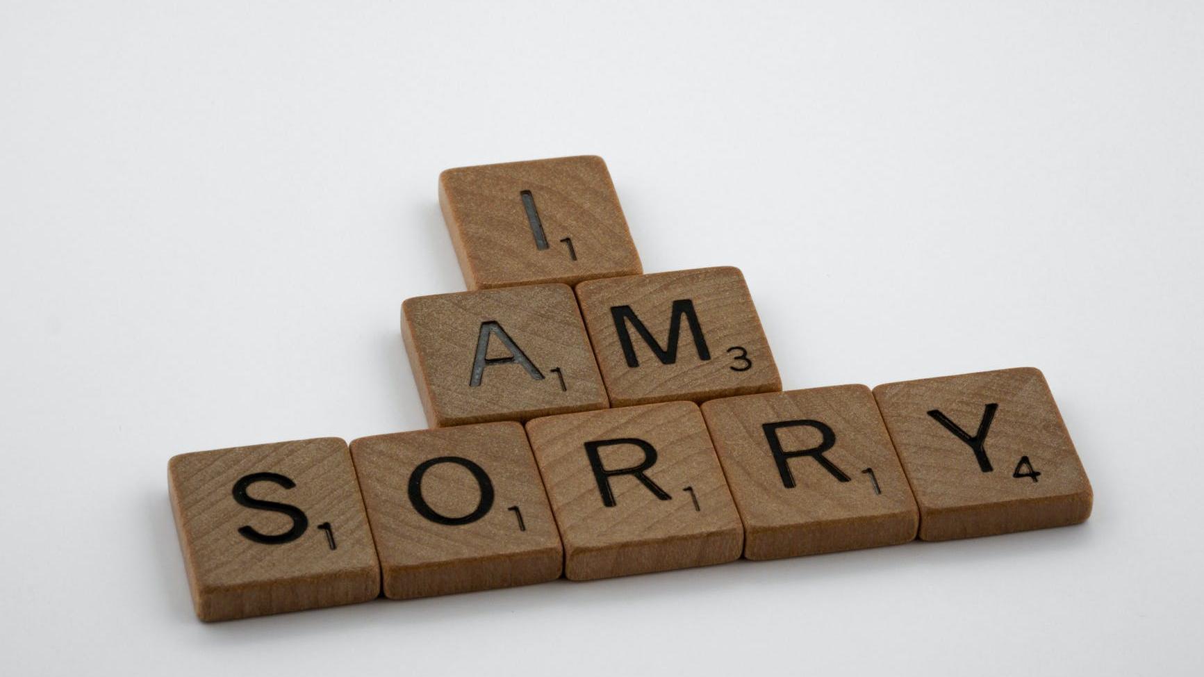 Eine Entschuldigung an einen Freund sollte stets aufrichtig gemeint sein.