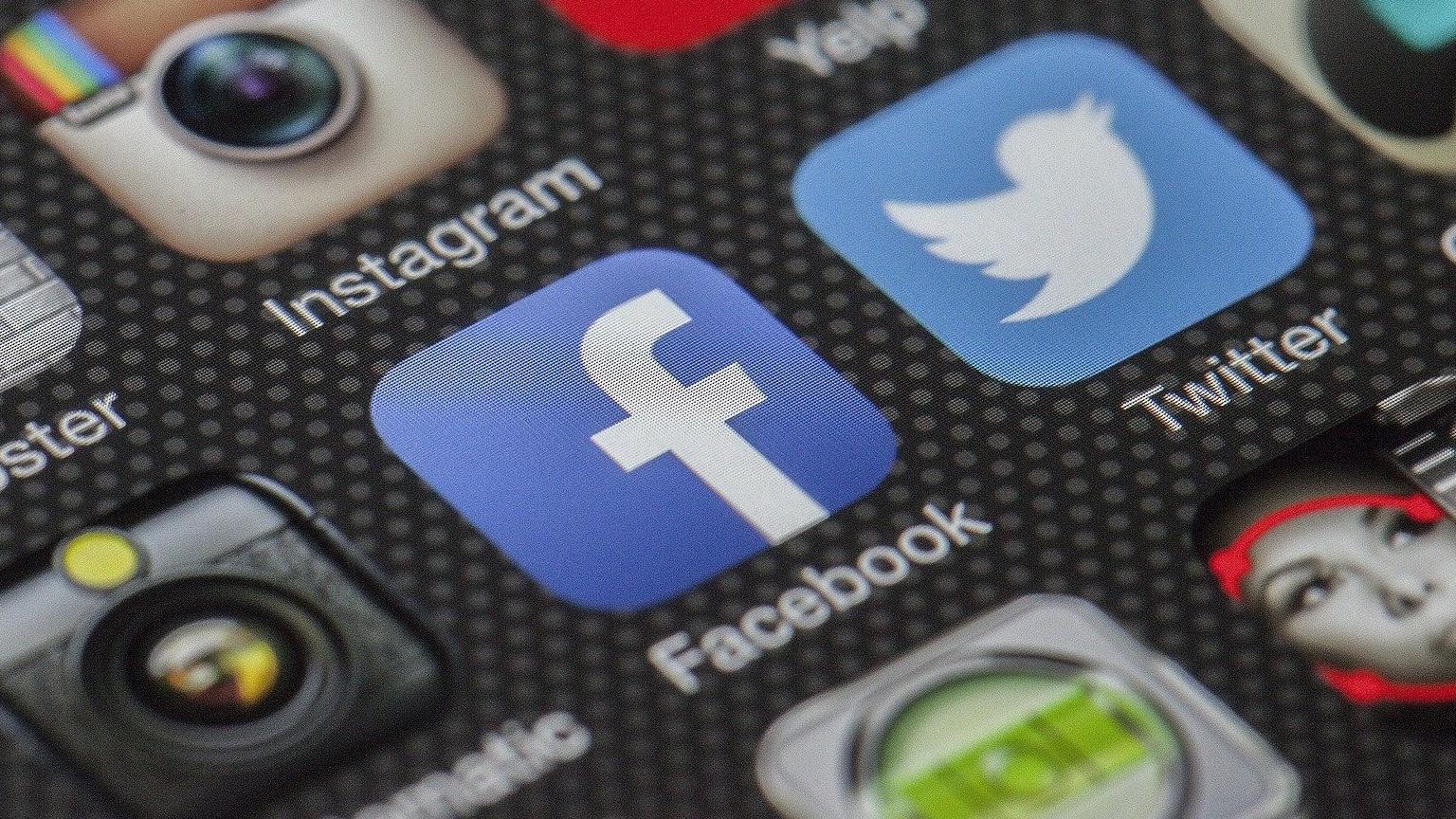 Facebook Nachrichten können Sie auch ohne den Messenger auf einem Android Smartphone oder dem iPhone lesen oder schreiben.