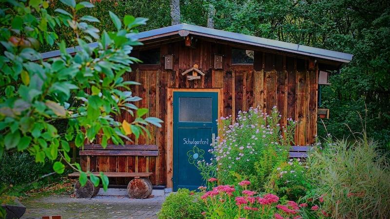 Wenn Sie ein Gartenhaus selber bauen, können die Kosten dafür je nach Material und Größe stark variieren.