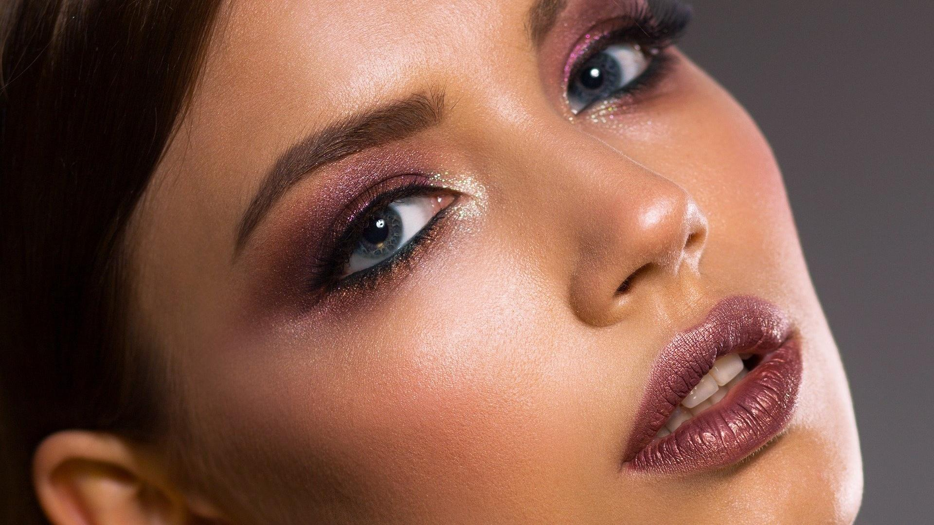 Augenbrauengel selber machen: Diese Möglichkeiten gibt es