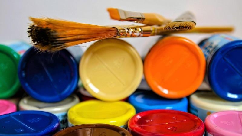 Acrylfarbe lässt sich gut versiegeln.