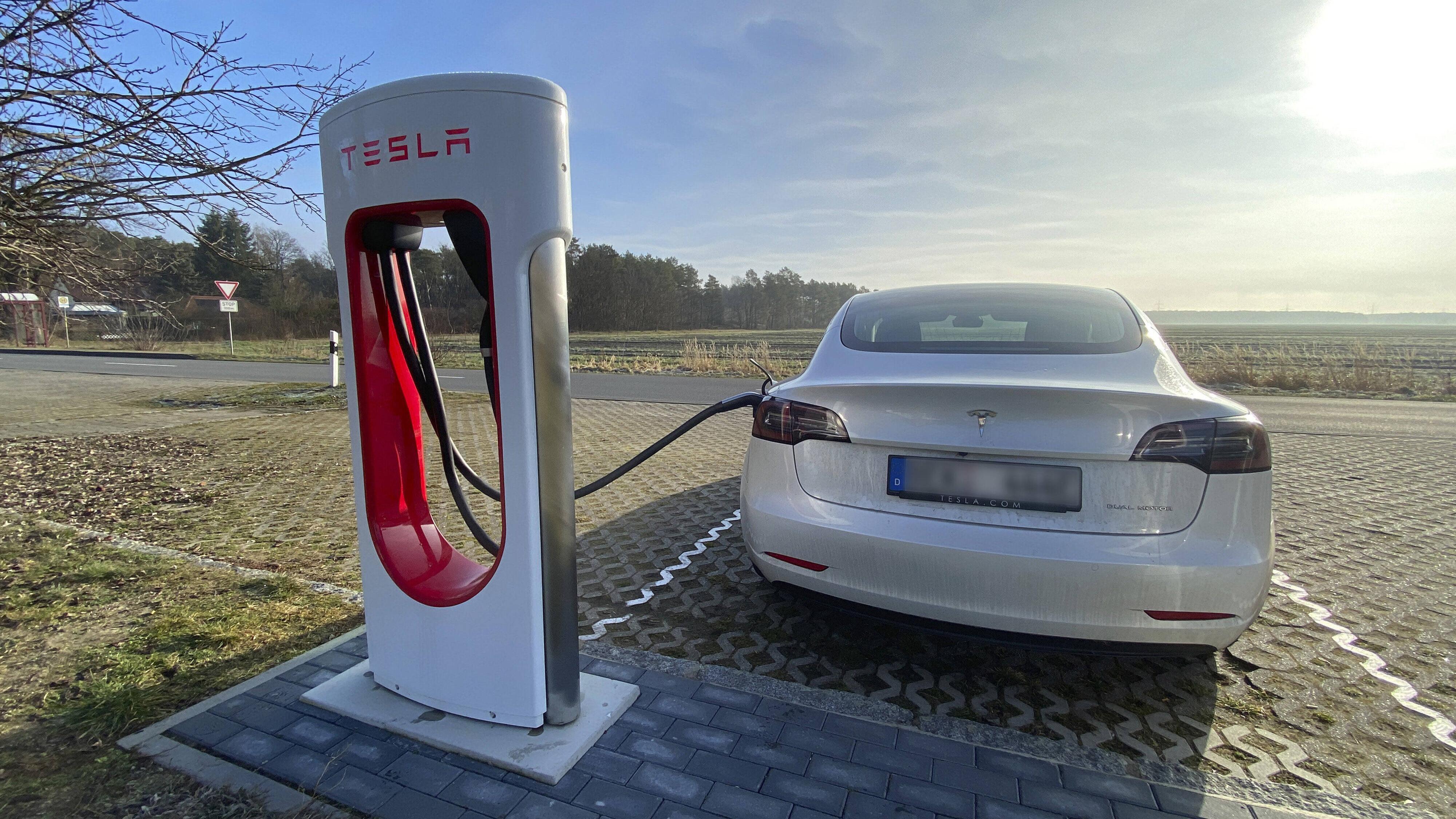 Elektroauto: An öffentlichen Stromtankstellen aufladen