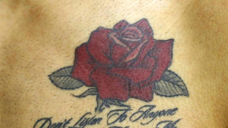 Rose-Tattoo: Bedeutung und was hinter dem Trend steckt
