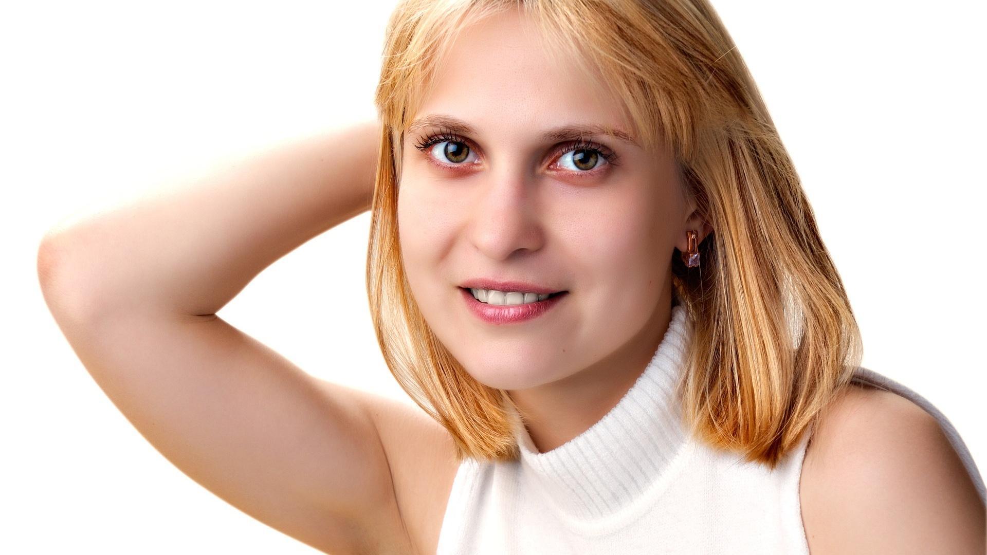 Kurzhaarfrisur für ein rundes Gesicht: Die Stirnpartie sollte möglichst frei bleiben.