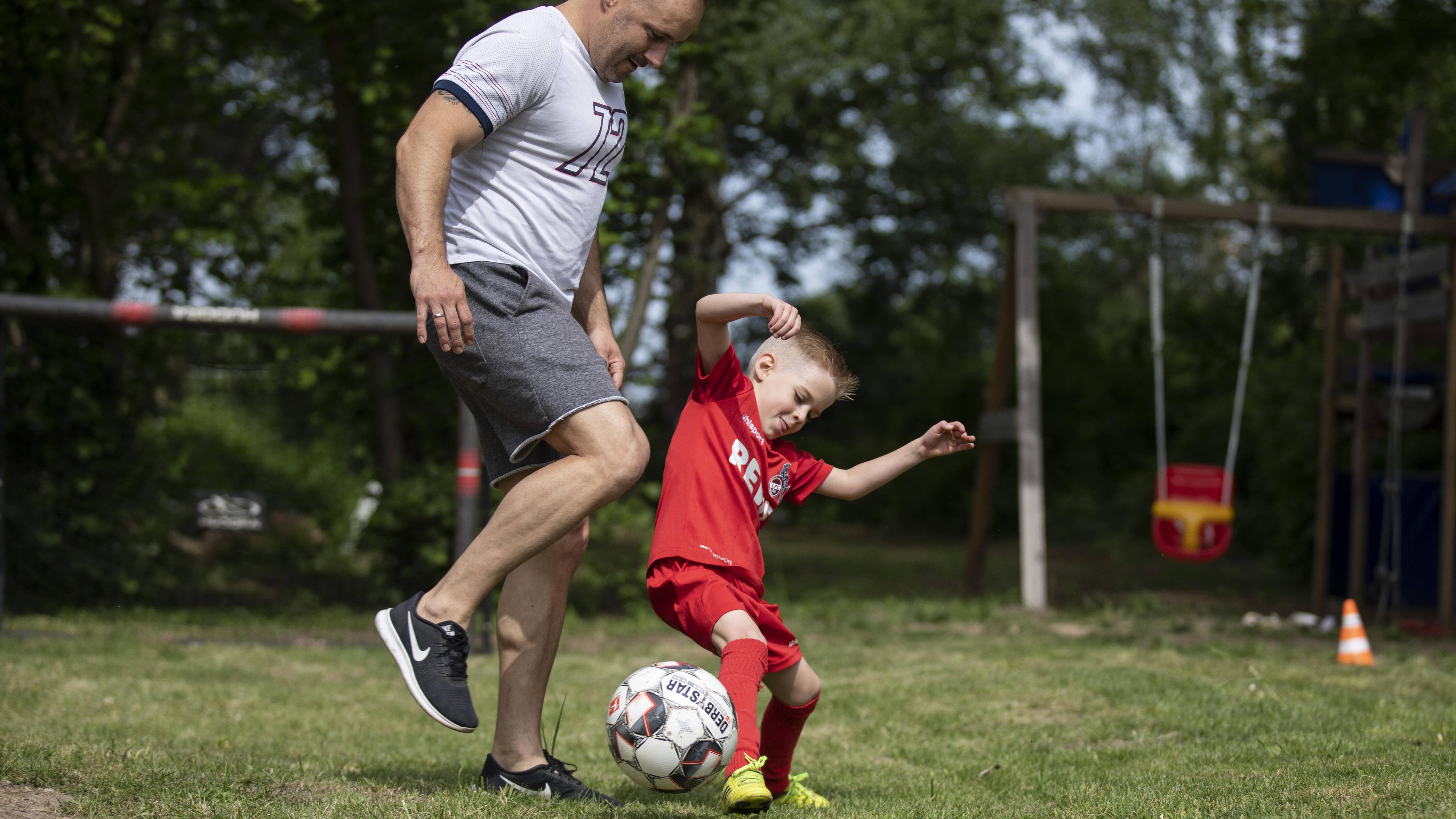 Sportliche Aktivitäten helfen Ihrem Kind beim Abnehmen.