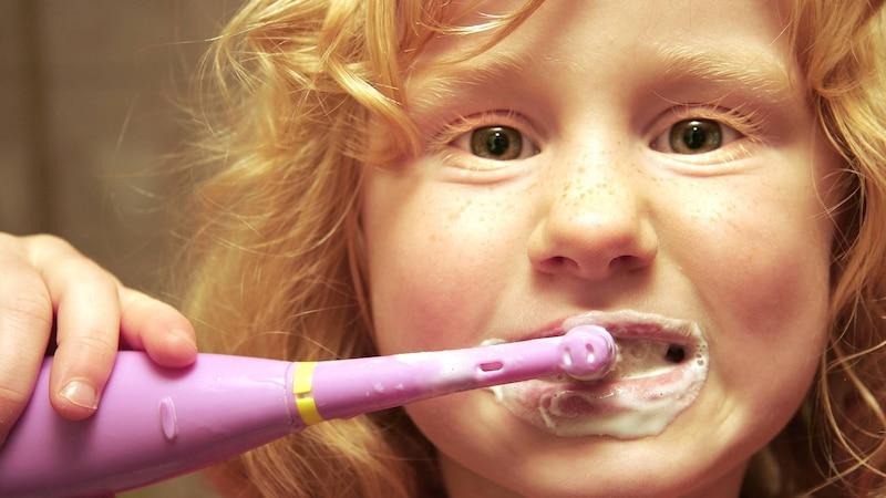 Ab wann elektrische Zahnbürste für Kinder? Tipps für Eltern