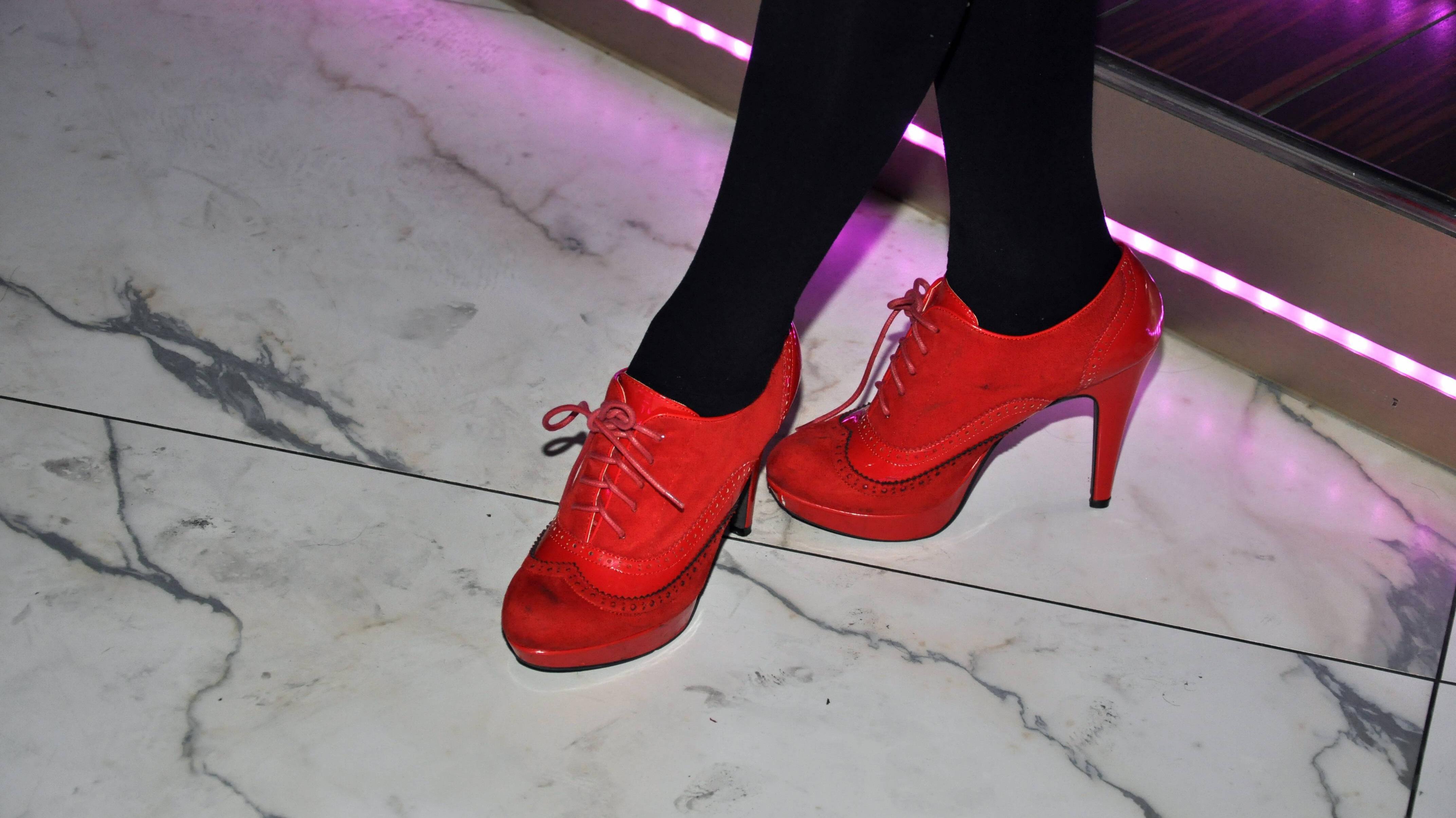 Durch extravagantes Schuhwerk können Sie schlanker aussehen, da Sie von Problemzonen ablenken.