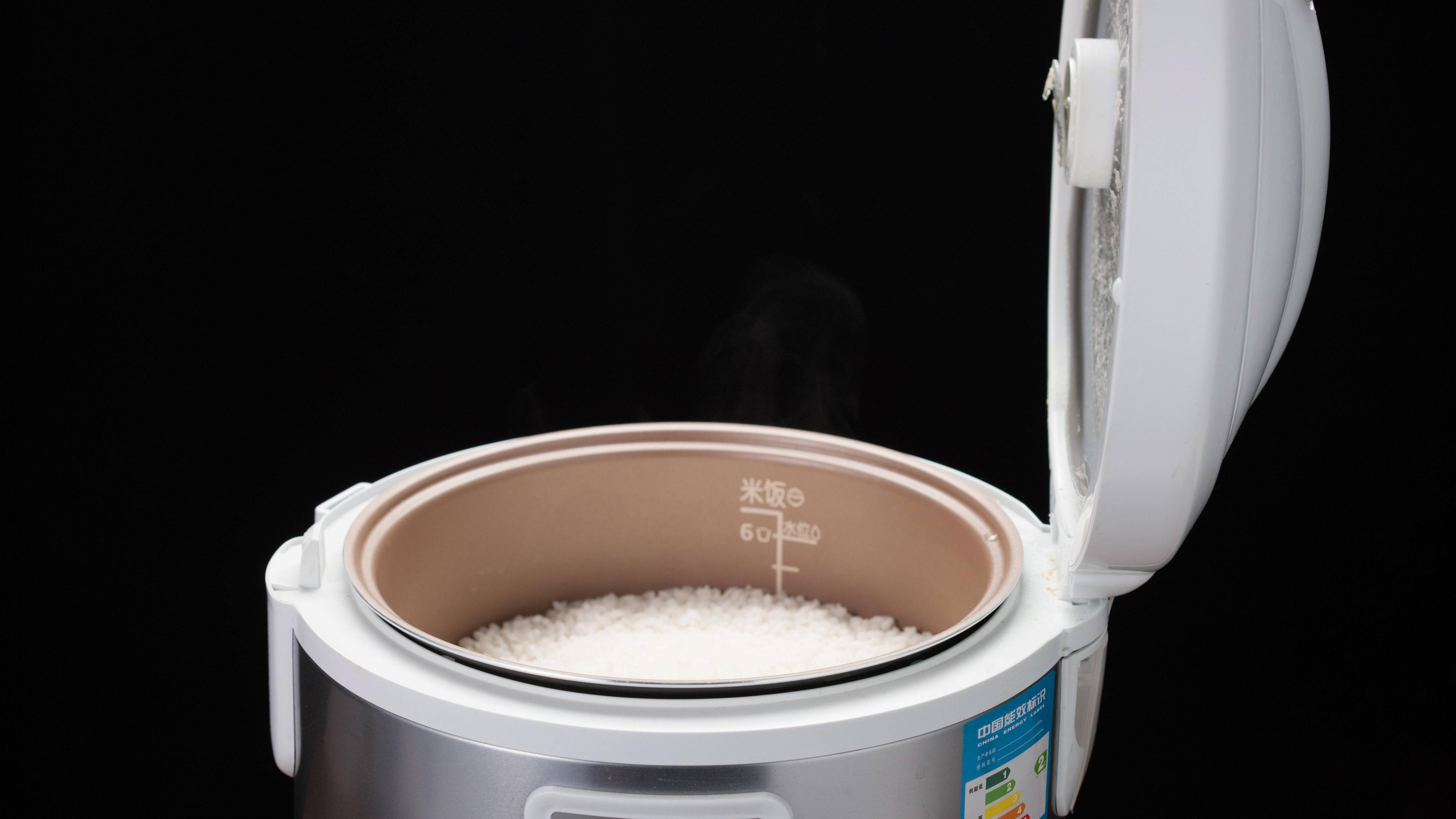 Bei dem Bedienen eines Reiskochers sind vier Punkte von essenzieller Bedeutung.