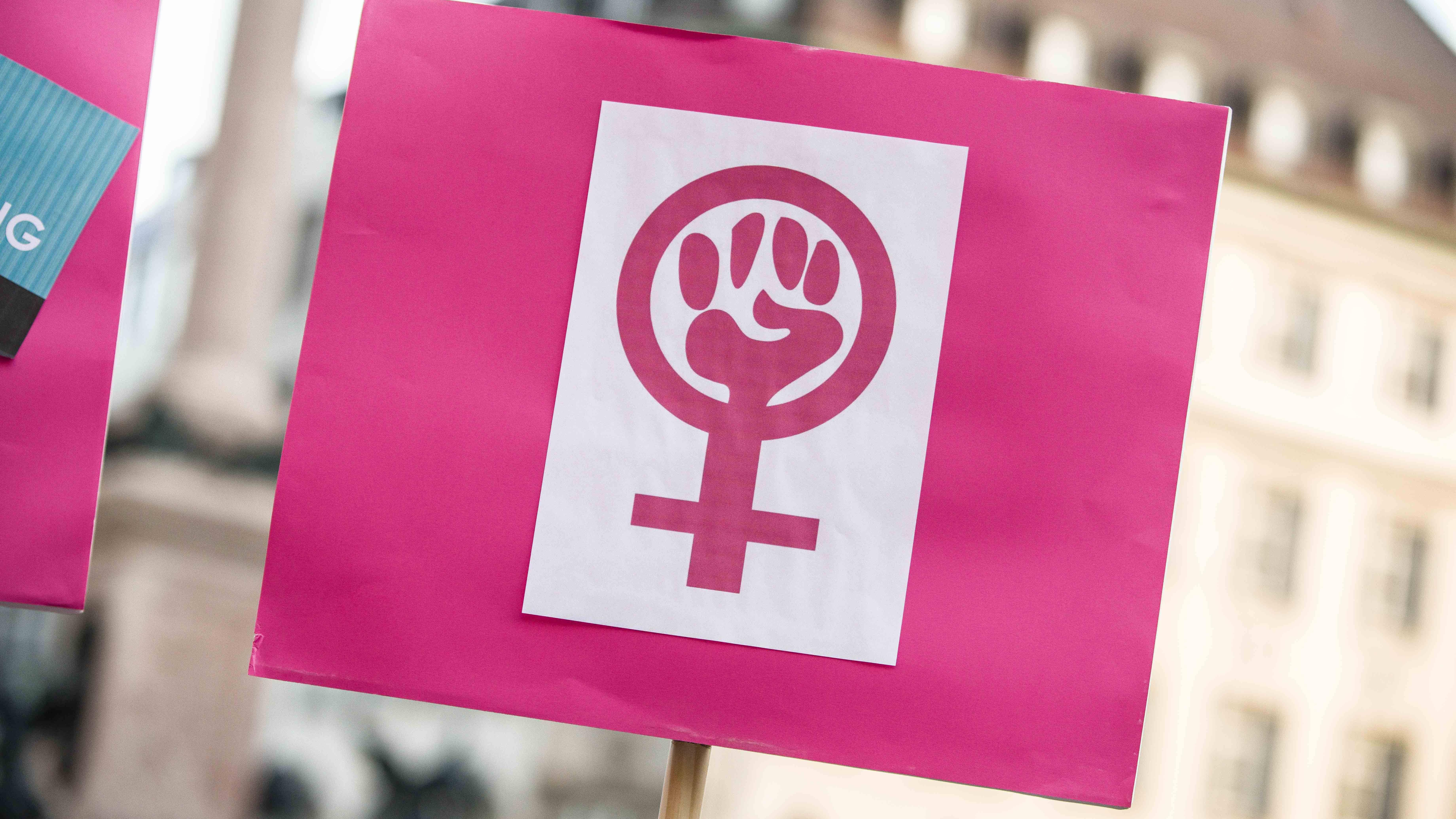 Am Weltfrauentag finden weltweit Veranstaltungen statt, um Frauen zu feiern.