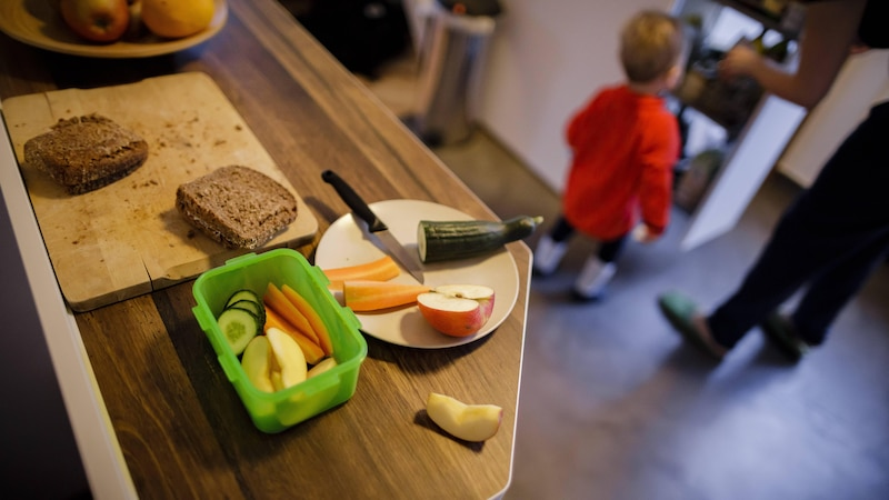 Ein gesundes Essen für die Schule hält fit und hilft, konzentriert und leistungsfähig zu bleiben.
