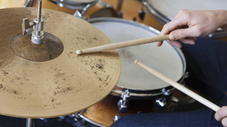 Ein Schlagzeug kann in einer Mietwohnung nicht pauschal verboten werden.