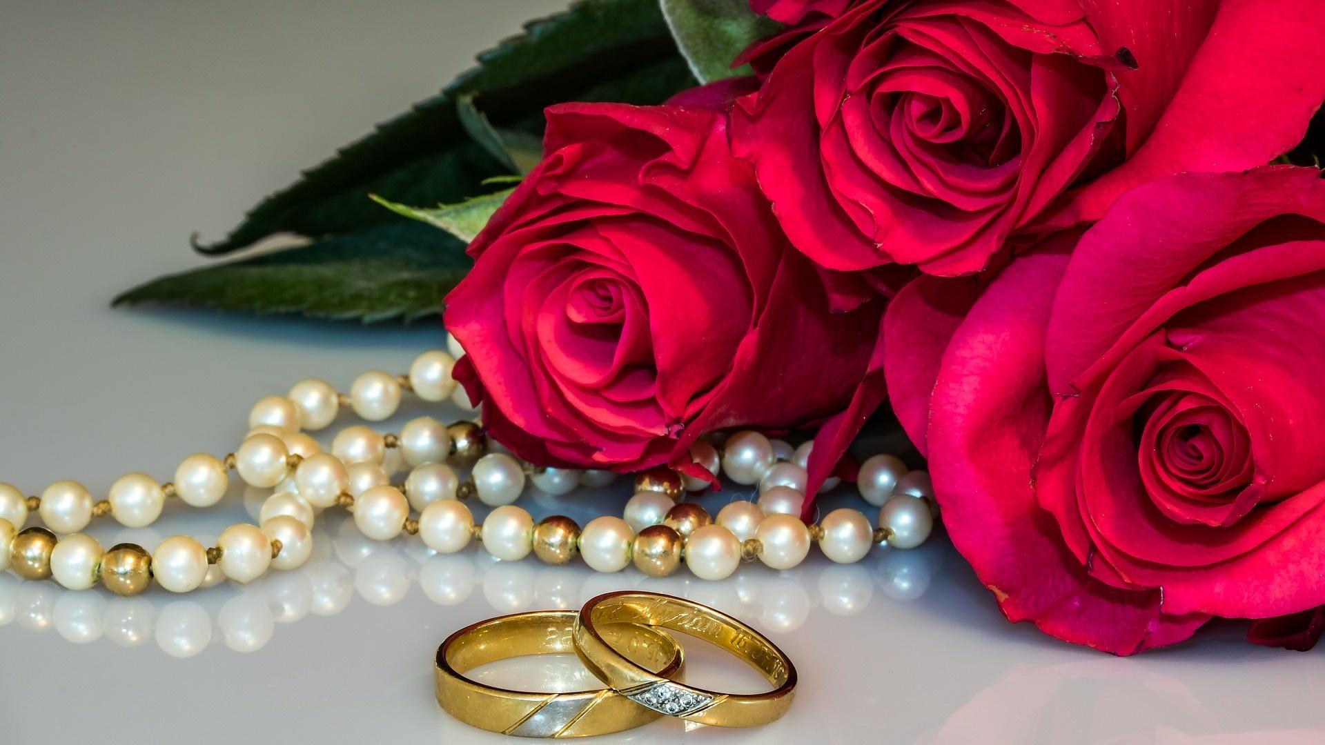 Der 30. Hochzeitstag: Seine Bedeutung wird durch Perlen symbolisiert und daher Perlenhochzeit genannt.