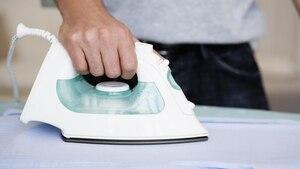 Das Dampfbügeleisen macht Ihre Wäsche faltenfrei.