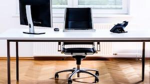 Ein guter Bürostuhl mindert Rückenprobleme.