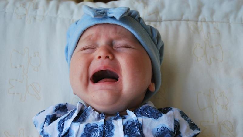 Baby wacht weinend auf: Daran kann es liegen
